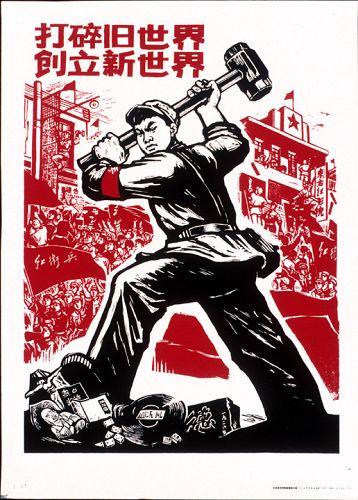 """""""Destruir o velho mundo, construir o novo mundo"""". Os Guardas Vermelhos da Revolução Cultural na China tiveram papel importante na luta cultural, destruindo todos resquícios das ideias burguesas impressas na cultura."""