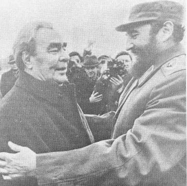 Não contente em descansar sobre os louros de Angola, Castro foi a uma excursão Africana no início de 1977, visitando oito países. Ao mesmo tempo, com um percurso ligeiramente diferente, o Presidente soviético também tomou um safari Africano. Juntos, os dois tentaram perverter as lutas de libertação africanas para benefício do social-imperialismo. Quando Castro chegou a Moscou para apresentar seu relatório o chefe soviético Leonid Brejnev abraçou e felicitou-o .