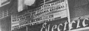 Em 1960, a fim de quebrar o domínio do imperialismo norte-americano na ilha, os cubanos realizaram uma onda de nacionalizações contra a propriedade de empresas norte-americanas . Acima, banners do General Electric plant.