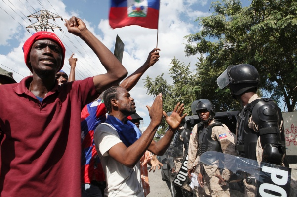 Demonstrators shout anti-government slogans in Port-au-Prince December 5, 2014. Thousands of demonstrators took to the streets to demand the resignation of President Michel Martelly and Prime Minister Laurent Lamothe as a political crisis boils over in Haiti in the wake of the failure to hold scheduled elections. REUTERS/Marie Arago (HAITI - Tags: CIVIL UNREST POLITICS ELECTIONS) - RTR4GWY2