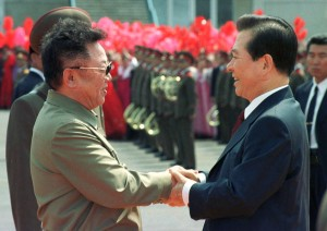NORTH KOREAN LEADER KIM JONG-IL WELCOMES SOUTH KOREAN PRESIDENT KIM DAE-JUNG IN PYONGYANG.