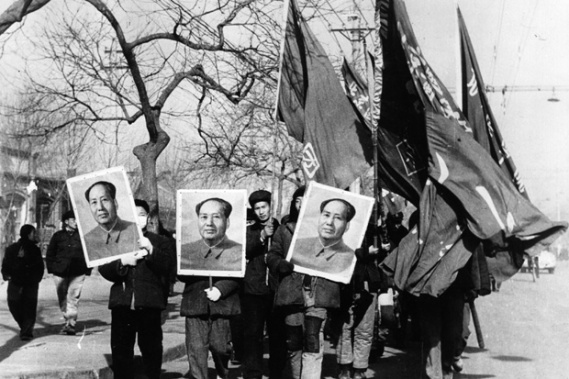 1st January 1967:  Members of the Red Guards carry large portraits of Mao Tse Tung as they parade through the streets of Peking (Beijing).  (Photo by Hulton Archive/Getty Images)