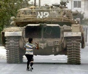 Crianças palestinas simbolizam resistência